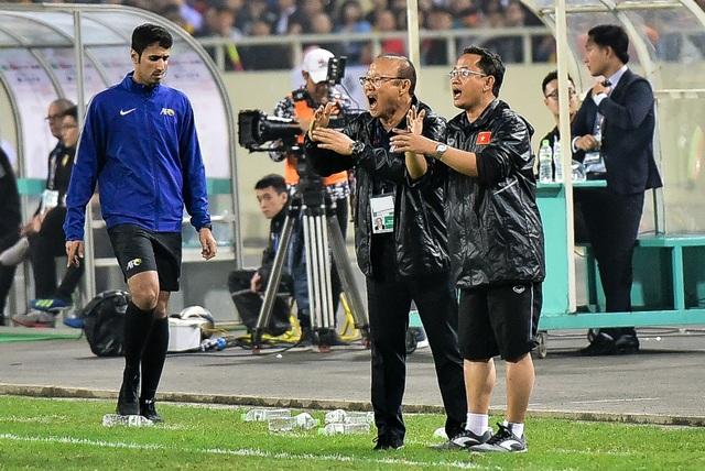 Những cảm xúc đặc biệt của HLV Park Hang Seo trong trận thắng đậm U23 Thái Lan - 11