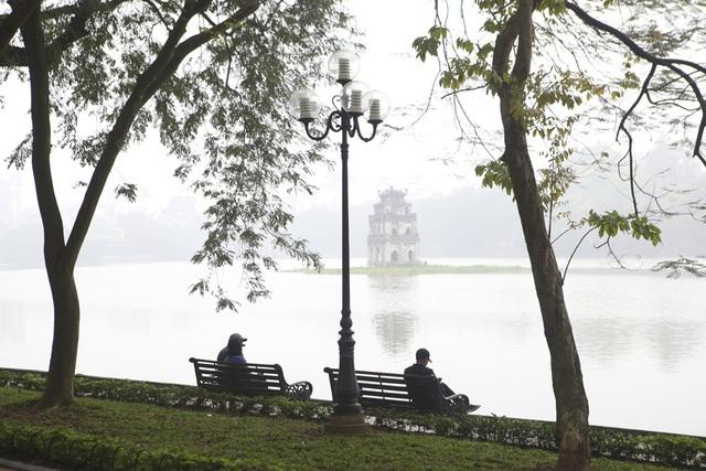 Hồ Gươm mờ ảo trong sương mù trắng xóa - 13