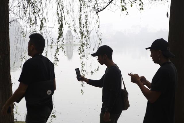 Hồ Gươm mờ ảo trong sương mù trắng xóa - 4