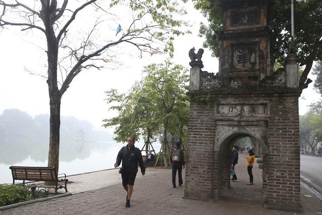 Hồ Gươm mờ ảo trong sương mù trắng xóa - 9