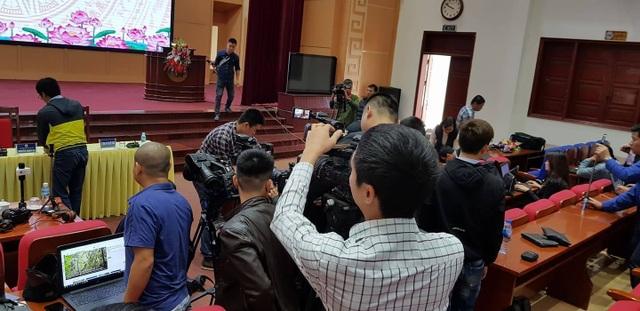 Bắt đầu họp báo vụ thỉnh vong tại chùa Ba Vàng - 3