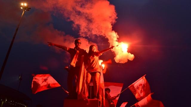 CĐV đốt pháo sáng cổ vũ trước trận U23 Việt Nam - U23 Thái Lan - 5