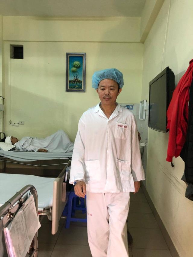 Bệnh nhân hát vang bài Quảng Bình quê ta ơi khi đang được mổ u não - 2