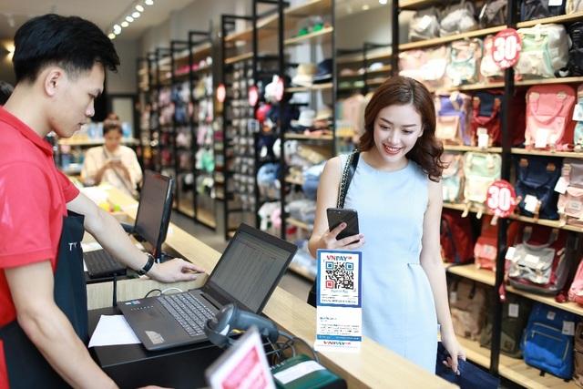 Ngân hàng đồng loạt đẩy mạnh thanh toán QR Pay, lợi nhất người dùng - 1
