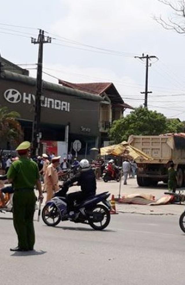 Xe tải tông tử vong 2 phụ nữ đi xe máy - 2