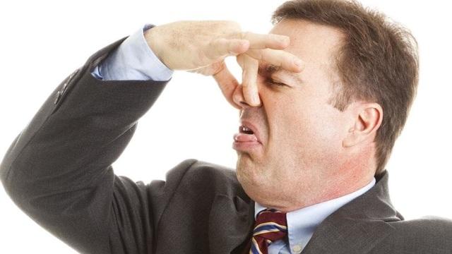 """Australia: Kỹ sư đòi bồi thường 1,2 triệu USD vì bị sếp """"xì hơi"""" vào người - 1"""