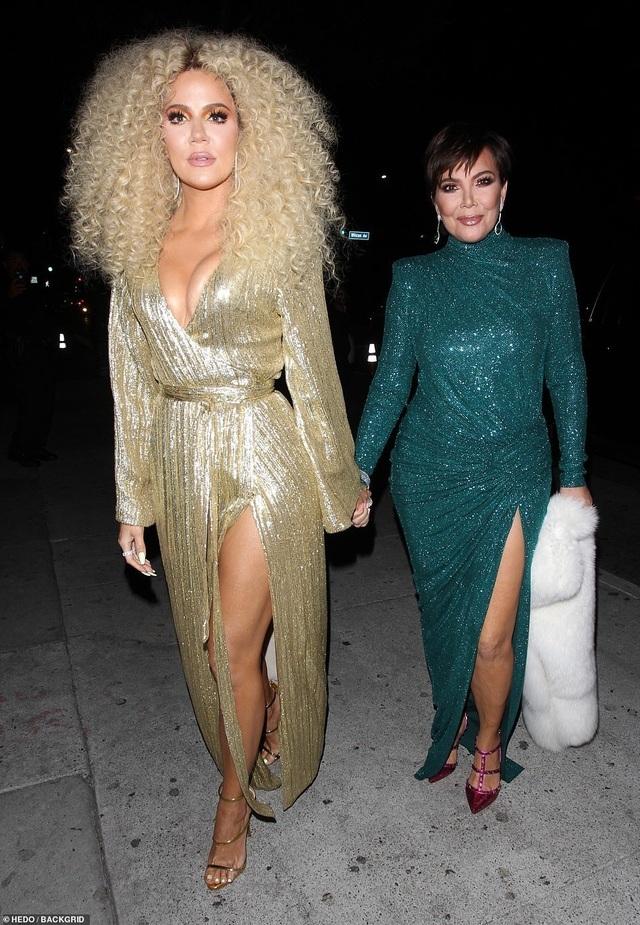 Khloe Kardashian lộ ngực khủng, chân dài - 3