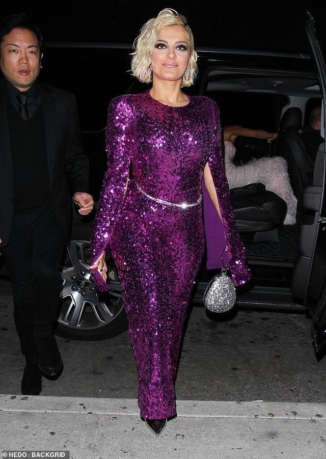 Khloe Kardashian lộ ngực khủng, chân dài - 10