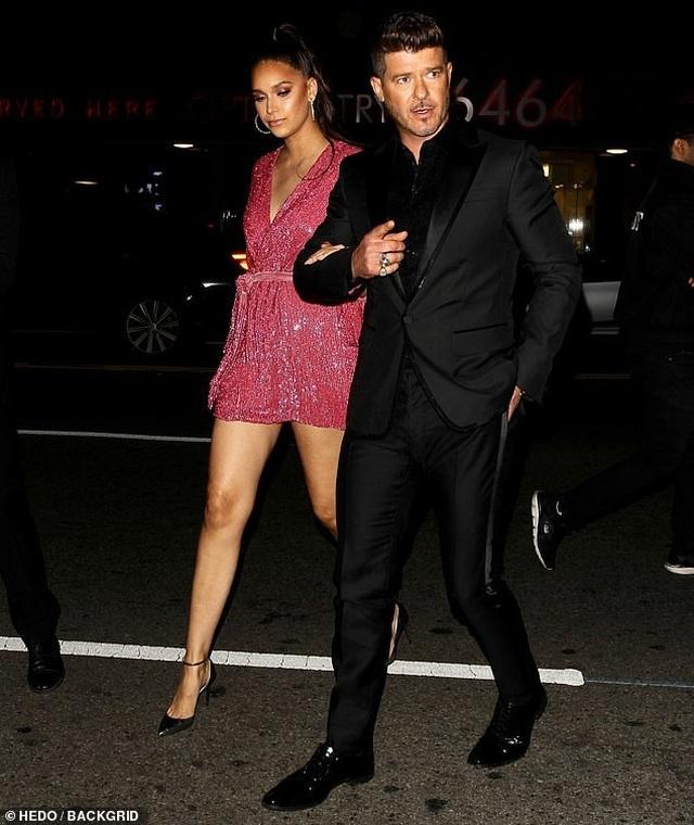 Khloe Kardashian lộ ngực khủng, chân dài - 7
