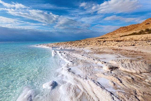 Các vi khuẩn cổ đại đã ăn các xác chết của nhau để sống sót dưới Biển Chết - 1