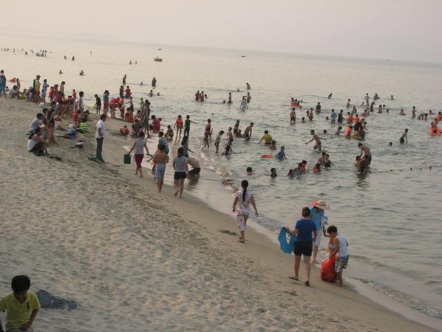 Đà Nẵng thúc mở nhanh các lối xuống biển phục vụ dân - 1
