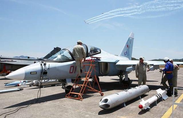 Máy bay quân sự Nga phô diễn sức mạnh tại triển lãm hàng không - 1