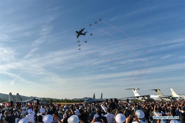 Máy bay quân sự Nga phô diễn sức mạnh tại triển lãm hàng không - 8