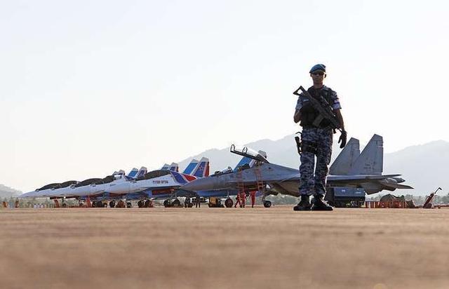 Máy bay quân sự Nga phô diễn sức mạnh tại triển lãm hàng không - 3