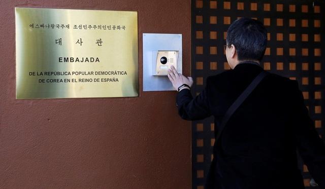 Nghi phạm cầm đầu vụ tấn công đại sứ quán Triều Tiên tại Tây Ban Nha  - 2