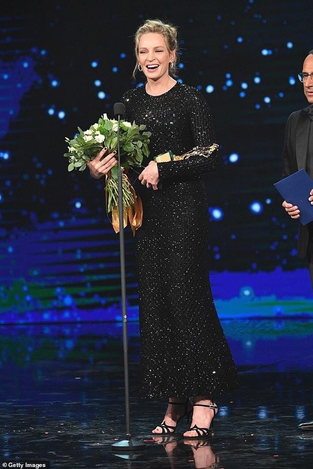 Uma Thurman trẻ hơn nhiều so với tuổi 49 - 2