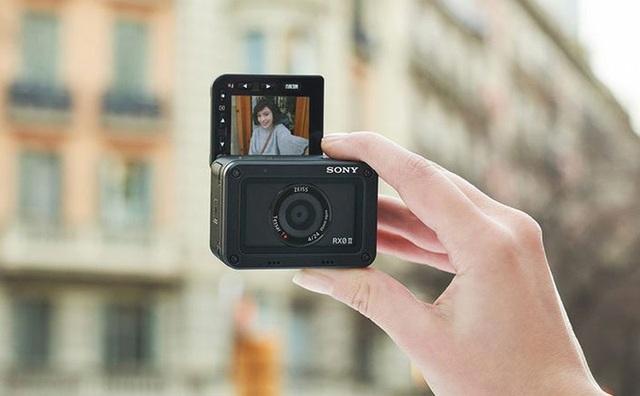 Sony giới thiệu mẫu máy ảnh compact RX0 II nhỏ nhất thế giới - 1