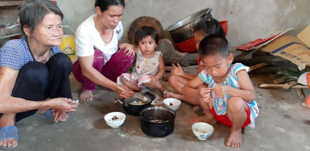 Bố mẹ ốm đau bệnh tật, 3 con thơ nheo nhóc đói khát - 3