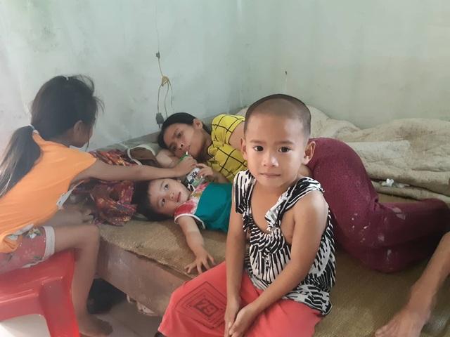 Bố mẹ ốm đau bệnh tật, 3 con thơ nheo nhóc đói khát - 5