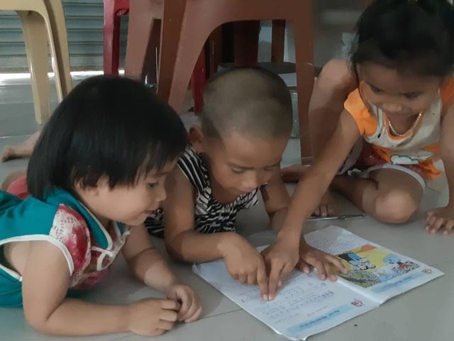 Bố mẹ ốm đau bệnh tật, 3 con thơ nheo nhóc đói khát - 4