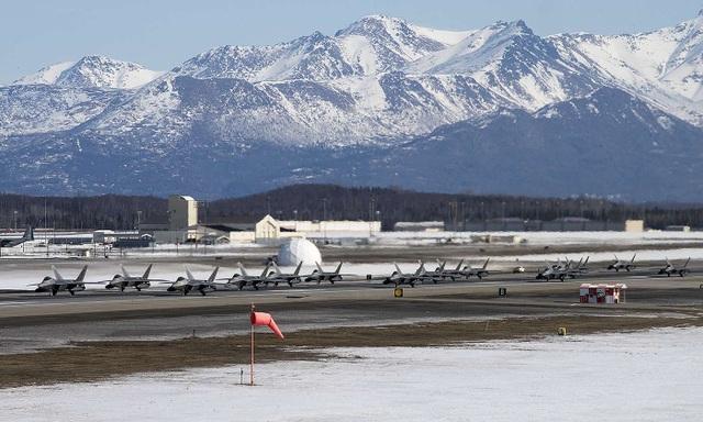 """Phi đội 24 máy bay chiến đấu F-22 của Mỹ tập trận """"Voi đi bộ"""" - 11"""
