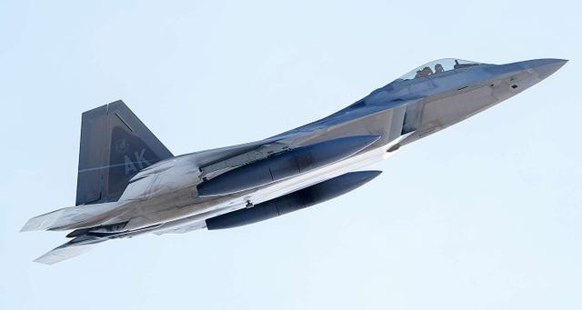 """Phi đội 24 máy bay chiến đấu F-22 của Mỹ tập trận """"Voi đi bộ"""" - 12"""