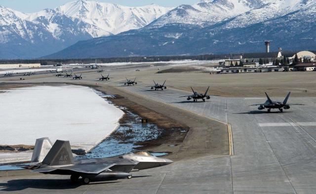 """Phi đội 24 máy bay chiến đấu F-22 của Mỹ tập trận """"Voi đi bộ"""" - 3"""