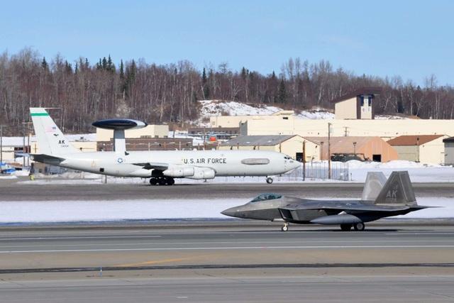 """Phi đội 24 máy bay chiến đấu F-22 của Mỹ tập trận """"Voi đi bộ"""" - 4"""