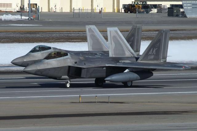 """Phi đội 24 máy bay chiến đấu F-22 của Mỹ tập trận """"Voi đi bộ"""" - 5"""