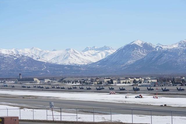 """Phi đội 24 máy bay chiến đấu F-22 của Mỹ tập trận """"Voi đi bộ"""" - 6"""