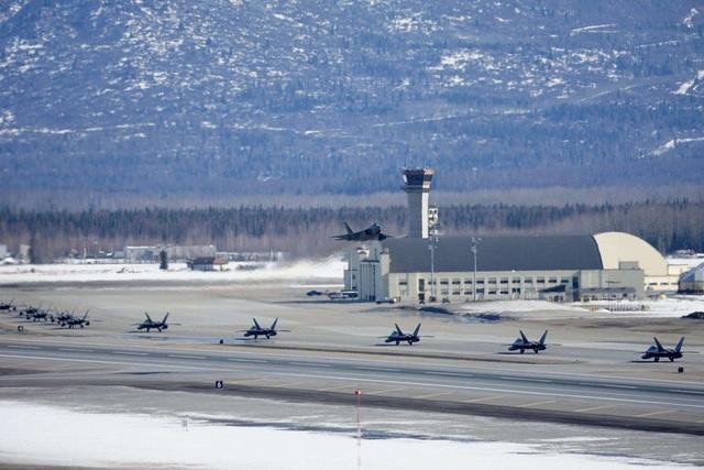 """Phi đội 24 máy bay chiến đấu F-22 của Mỹ tập trận """"Voi đi bộ"""" - 7"""