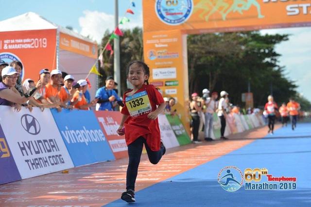 VĐV nhí Phạm Thiên Long, 6 tuổi, về đích giải Tiênphong Marathon 2019