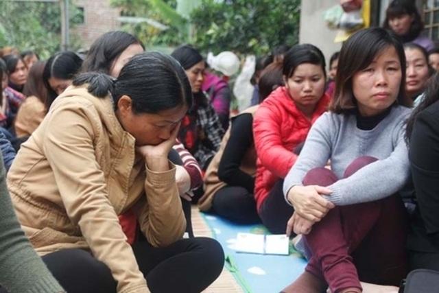 Gần 300 giáo viên hợp đồng Sóc Sơn khóc nghẹn vì có nguy cơ mất việc - 1