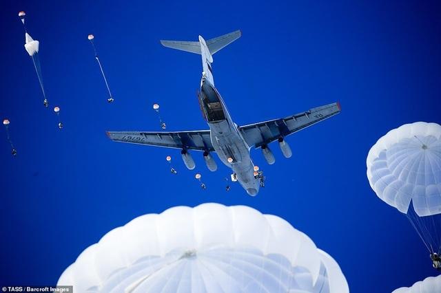 Lính nhảy dù Nga tập trận chống khủng bố ngoạn mục  - 1