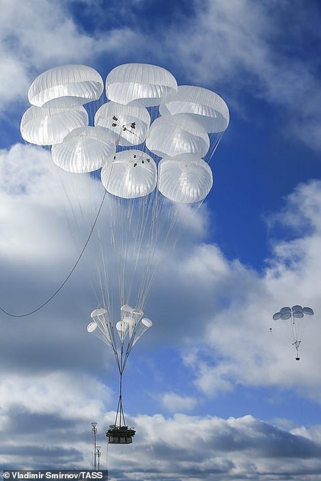 Lính nhảy dù Nga tập trận chống khủng bố ngoạn mục  - 2