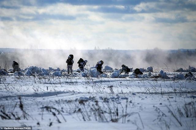 Lính nhảy dù Nga tập trận chống khủng bố ngoạn mục  - 7