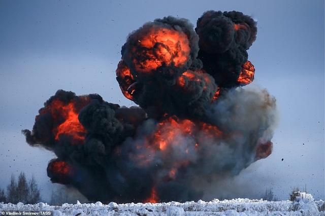 Lính nhảy dù Nga tập trận chống khủng bố ngoạn mục  - 11