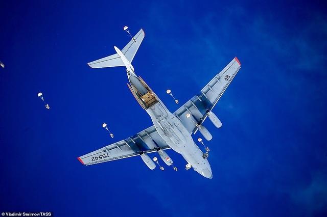 Lính nhảy dù Nga tập trận chống khủng bố ngoạn mục  - 4