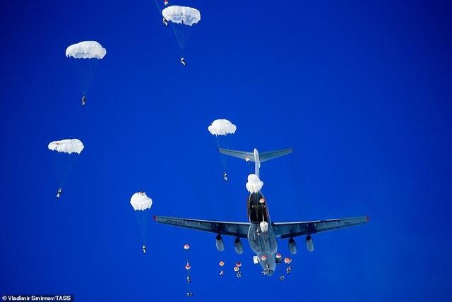 Lính nhảy dù Nga tập trận chống khủng bố ngoạn mục  - 3