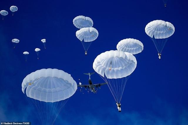 Lính nhảy dù Nga tập trận chống khủng bố ngoạn mục  - 5