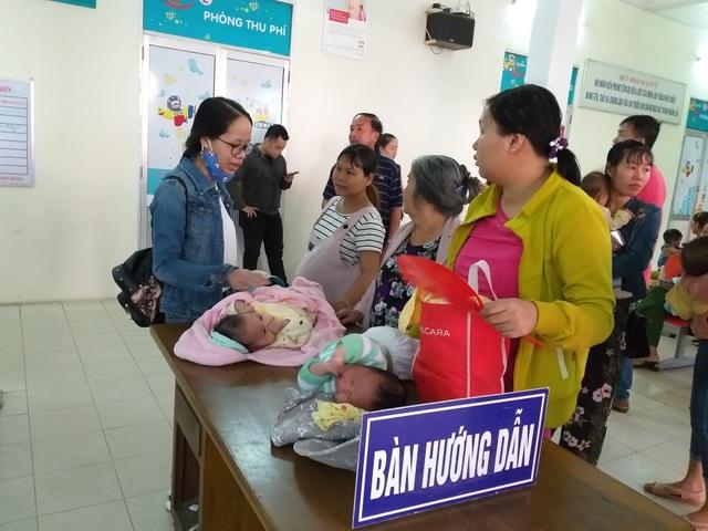 Hỗn loạn khi bốc số tiêm vắc xin, trung tâm tiêm chủng phải tạm dừng hoạt động - 8