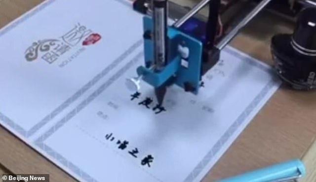 """Mua robot làm bài về nhà, bé gái Trung Quốc chưa kịp """"nhàn"""" đã bị phát hiện  - 3"""
