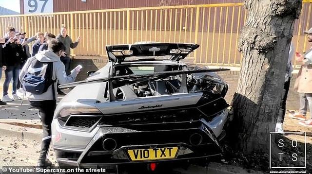 """Lái siêu xe Lamborghini """"thể hiện"""" trước đám đông, tài xế nhận cái kết """"đắng"""" - 5"""