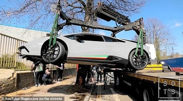"""Lái siêu xe Lamborghini """"thể hiện"""" trước đám đông, tài xế nhận cái kết """"đắng"""" - 6"""