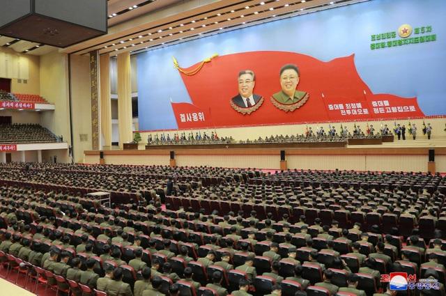 """Sĩ quan Triều Tiên vừa khóc vừa ghi chép trong cuộc họp """"lịch sử"""" với ông Kim Jong-un - 9"""
