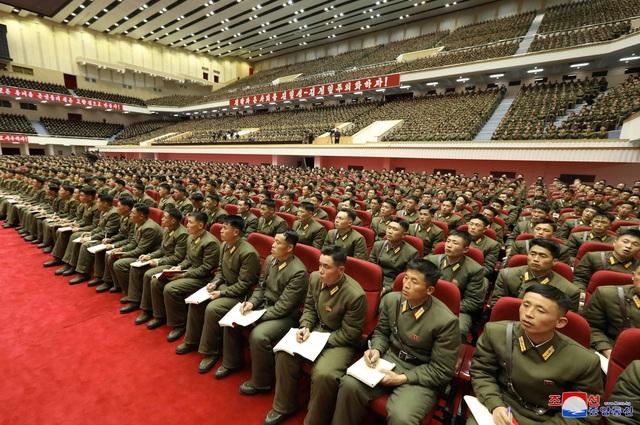 """Sĩ quan Triều Tiên vừa khóc vừa ghi chép trong cuộc họp """"lịch sử"""" với ông Kim Jong-un - 3"""