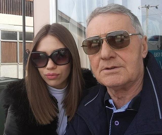 Vợ trẻ 21 tuổi, chồng già 74 tuổi công khai khoe chuyện tình dục - 2
