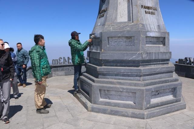 Cột cờ đỉnh Fansipan bị vẽ bậy gây phẫn nộ cộng đồng - 2
