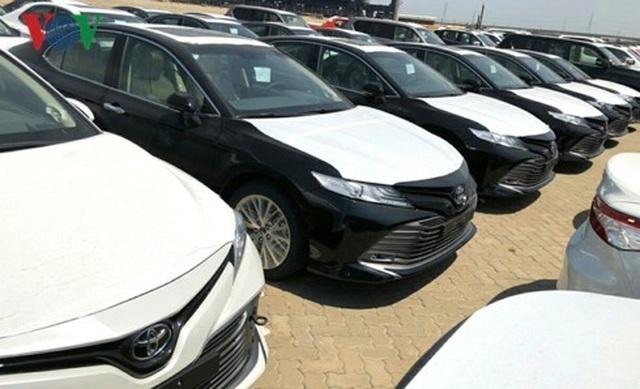 Hình ảnh hàng trăm Toyota Camry 2019 xếp hàng dài tại cảng TP.HCM - 1