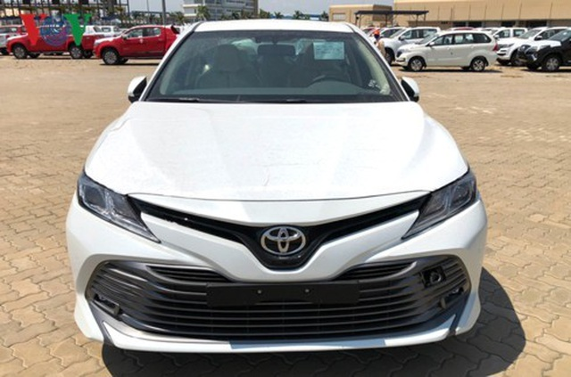 Hình ảnh hàng trăm Toyota Camry 2019 xếp hàng dài tại cảng TP.HCM - 3